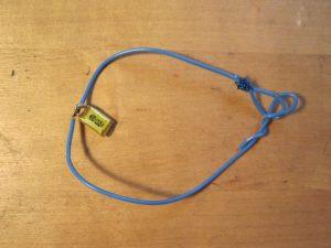 Armband aus Kabel, Anhänger aus Kondensator